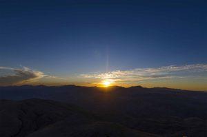 MEHMED UZUN – AŞK GİBİ AYDINLIK ÖLÜM GİBİ KARANLIK